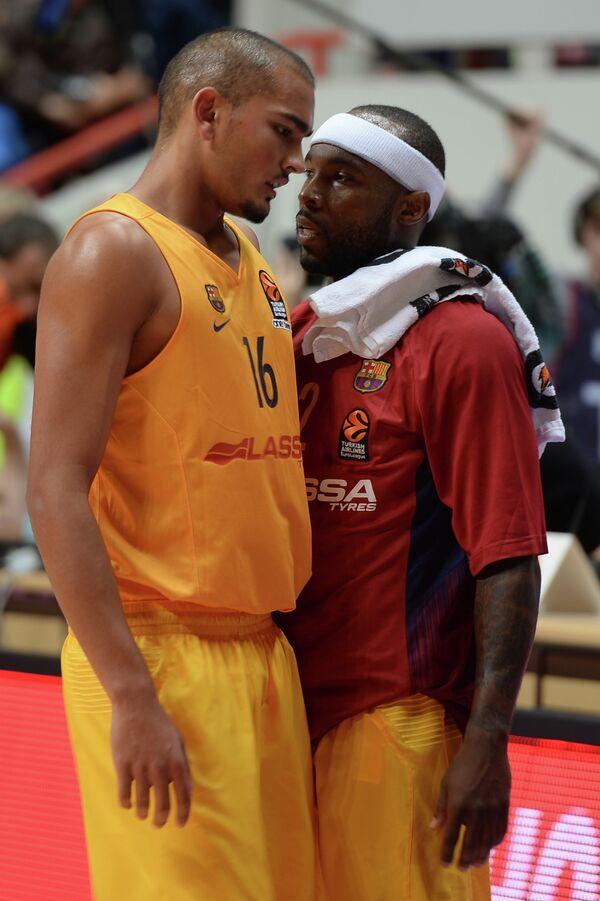 Баскетболисты Барселоны Стефан Пено (слева) и Тайриз Райс