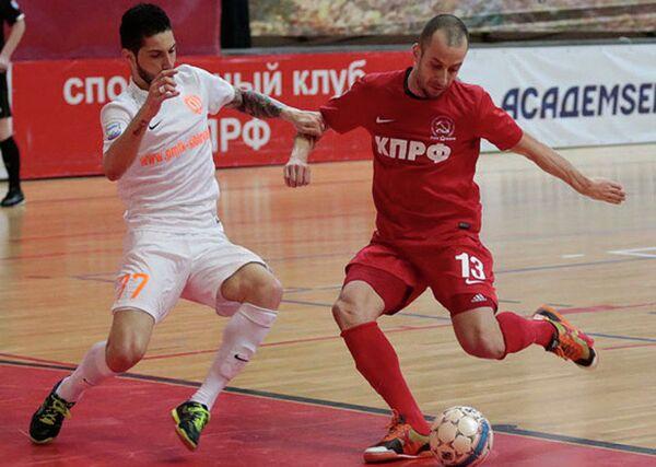 Игровой момент матча КПРФ - Сибиряк