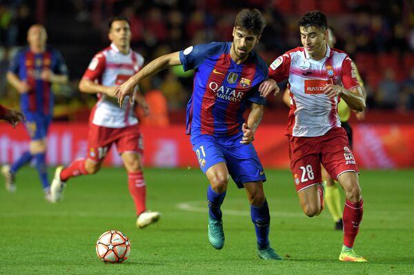 Игровой момент товарищеского матча за Суперкубок Каталонии по футболу между Эспаньолом и Барселоной