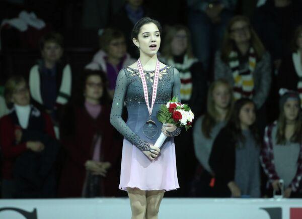 Евгения Медведева, занявшая третье место на этапе Гран-при по фигурному катанию Canada