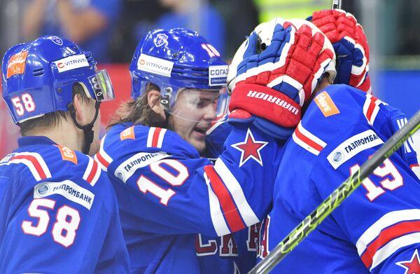 Хоккеисты СКА, в центре - Виктор Тихонов