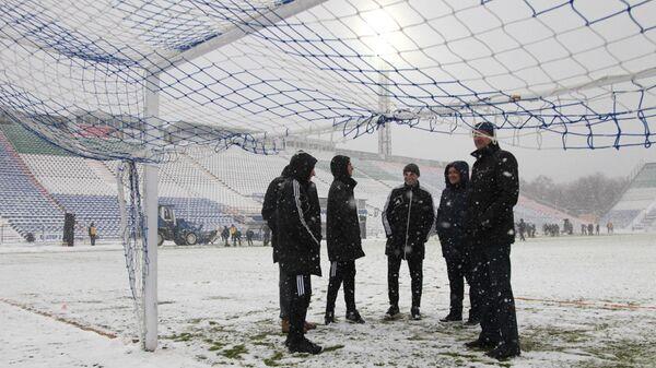 Снегопад перед началом матча 15-го тура РФПЛ Крылья Советов - Томь
