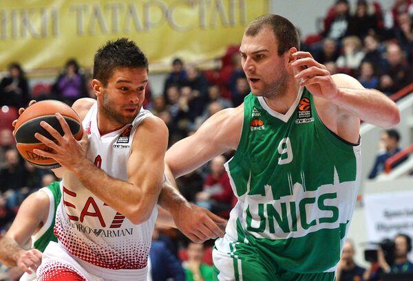 Игровой момент матча УНИКС - ЕА7 Милан