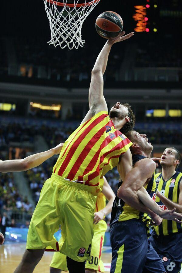 Центровой испанской Барселоны Анте Томич (№44)
