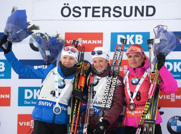 Кайса Мякяряйнен – серебряная медаль, Мари Дорен-Абер – золотая медаль, Габриэла Коукалова – бронзовая медаль (слева направо)