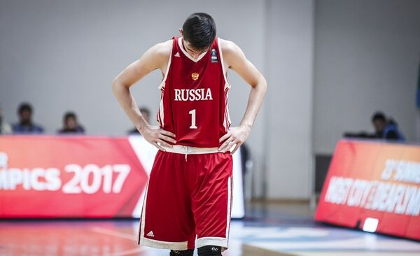 Форвард юношеской сборной России по баскетболу Агасий Тоноян