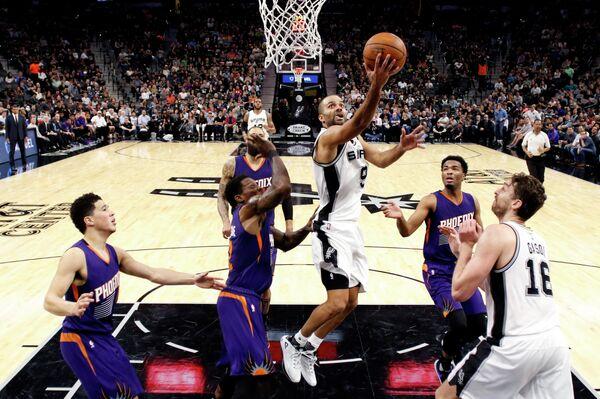 Игровой момент матча НБА Сан-Антонио Сперс - Финикс Санз