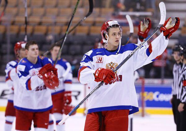 Защитник сборной России Григорий Дронов (справа)
