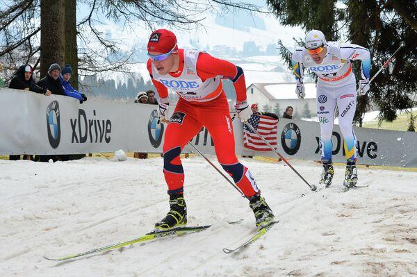 Норвежский лыжник Синдре Бьорнестад Скар (слева)