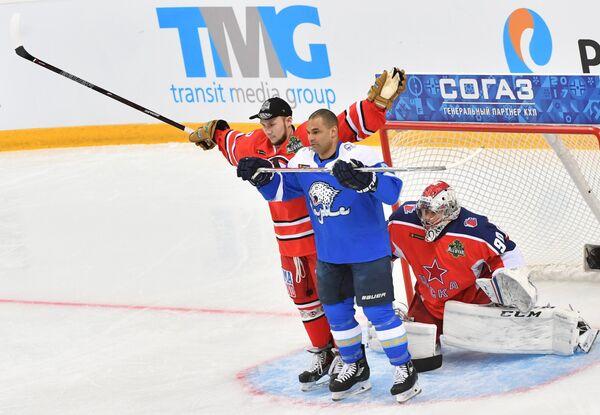 Участники конкурса Мощная атака - надежная оборона Анатолий Голышев, Найджел Доус и Илья Сорокин (слева направо)
