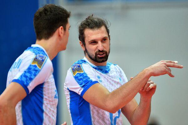 Волейболисты Зенит-Казань Мэтью Андерсон (слева) и Мэтью Андерсон