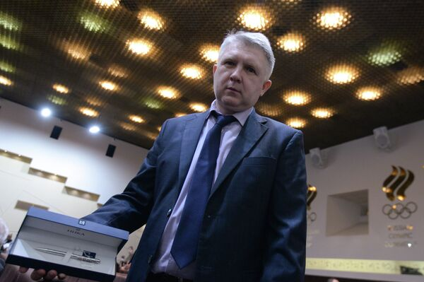Специальный корреспондент агентства Р-Спорт Олег Богатов после вручения приза FIAS Серебряное перо