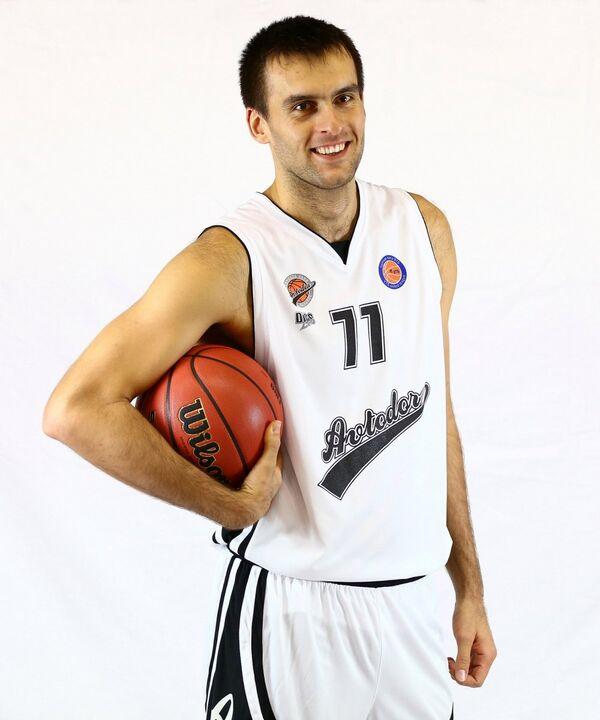 лан Макиев