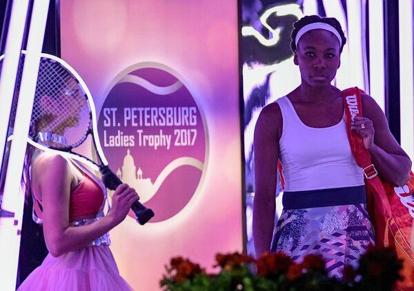 Винус Уильямс и логотип теннисного турнира St.Petersburg Ladies Trophy 2017