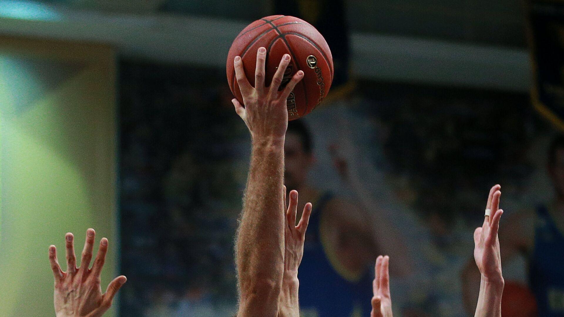 Баскетбольный мяч Евролиги во время матча между Химками и Баварией - РИА Новости, 1920, 28.07.2021