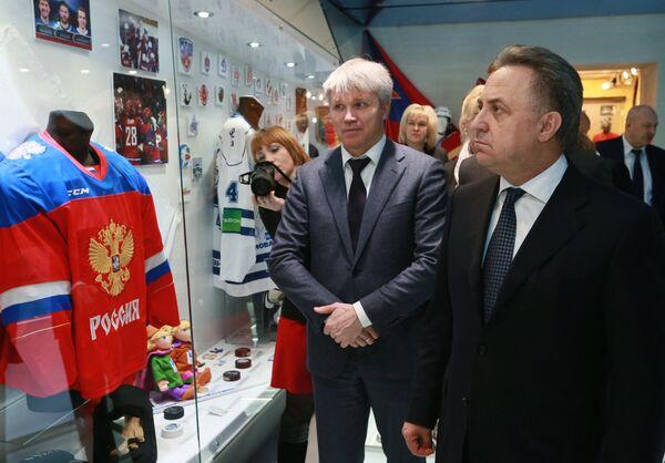Павел Колобков (в центре) и Виталий Мутко
