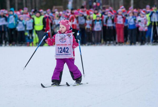 Юная участница всероссийской массовой лыжной гонки Лыжня России - 2017