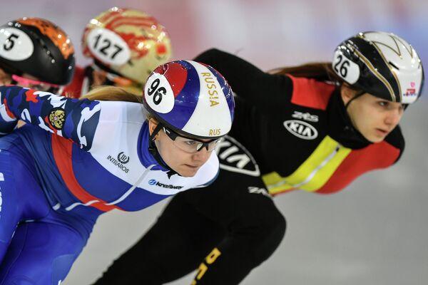 Екатерина Ефременкова (слева)