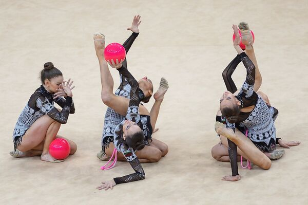 Спортсменки сборной Болгарии по художественной гимнастике