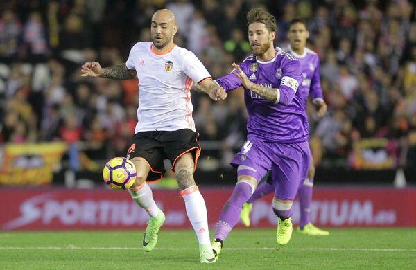 Игровой момент матча Реал - Валенсия