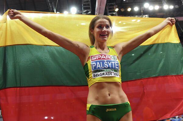 Литовская легкоатлетка Айрине Пальшите после победы в прыжках в высоту на чемпионате Европы в помещении