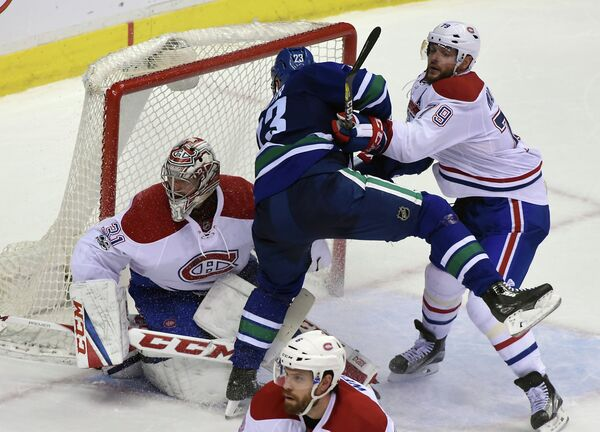 Защитник клуба НХЛ Монреаль Канадиенс Андрей Марков (справа)