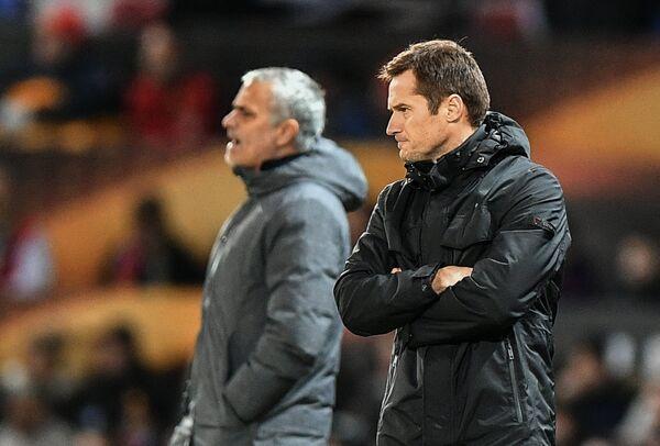 Тренер ФК Ростов Дмитрий Кириченко (справа) и главный тренер ФК Манчестер Юнайтед Жозе Моуринью