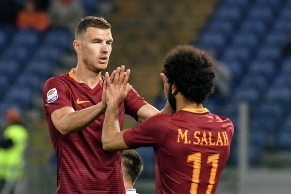 Футболисты Ромы Эдин Джеко (слева) и Мохамед Салах