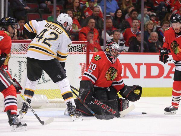 Игровой момент матча регулярного чемпионата НХЛ Чикаго Блэкхокс - Бостон Брюинз