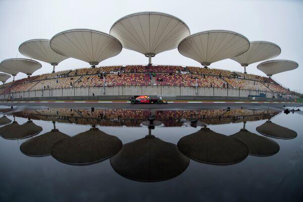 Пилот Ред Булл Дэниел Риккьярдо на трассе Гран-при Китая