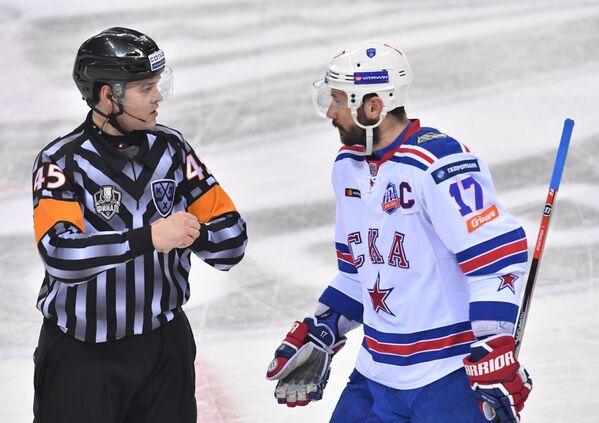 Нападающий СКА Илья Ковальчук (справа)