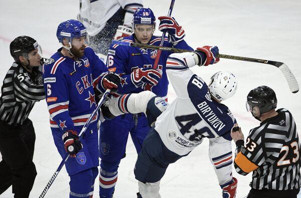 Игровой момент в матче финала плей-офф Кубка Гагарина между ХК СКА (Санкт-Петербург) и ХК Металлург (Магнитогорск)