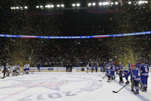 Торжественная церемония вручения Кубка Гагарина хоккеистам СКА