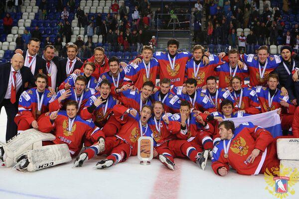 Хоккеисты юниорской сборной России (до 18 лет), завоевавшей бронзовые медали ЮЧМ-2017