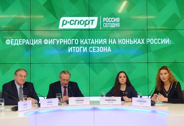 Александр Коган, Александр Горшков, Евгения Медведева и Этери Тутберидзе (слева направо)