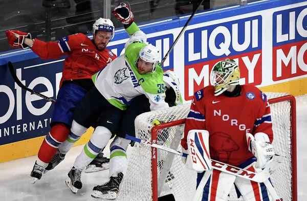 Игровой момент матча Словения - Норвегия