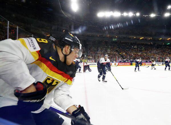 Игровой момент матча ЧМ по хоккею Германия - Словакия