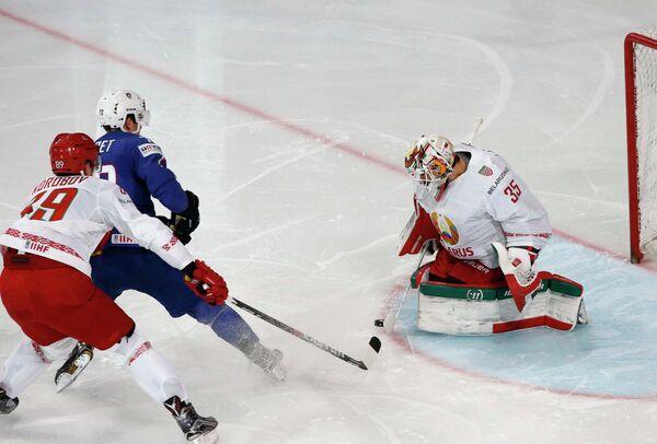 Игровой момент матча группового этапа чемпионата мира по хоккею-2017 между сборными Франции и Белоруссии
