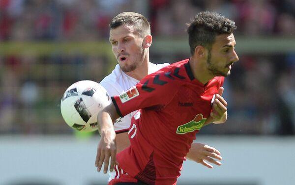 Игровой момент матча чемпионата Германии по футболу между Фрайбургом и Ингольштадтом
