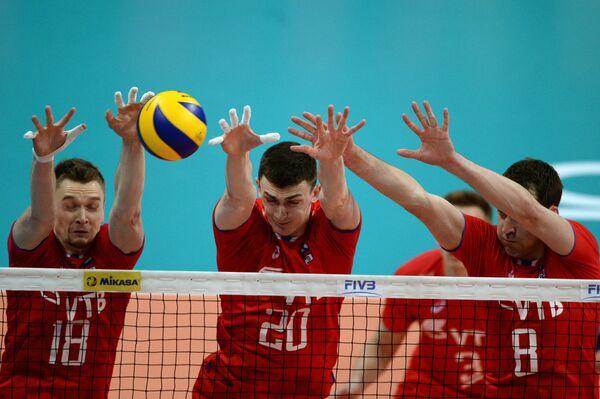 Игроки сборной России Максим Жигалов, Ильяс Куркаев и Денис Бирюков (слева направо)