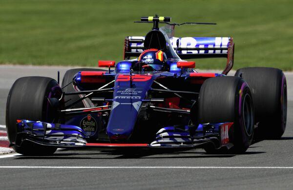 Испанский пилот команды Формулы-1 Торо Россо Карлос Сайнс-младший