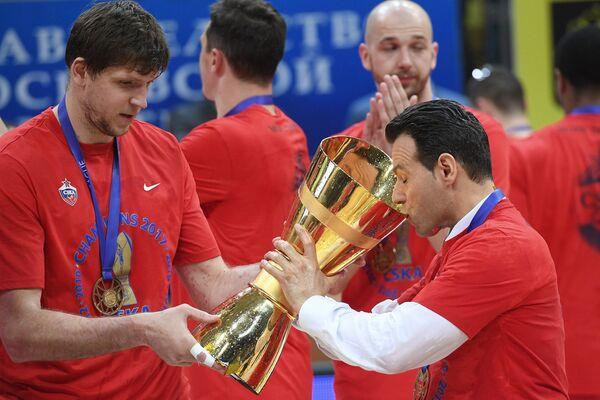 Виктор Хряпа (слева) и Димитрис Итудис