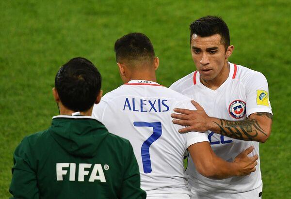 Нападающий сборной Чили по футболу Алексис Санчес (№7)