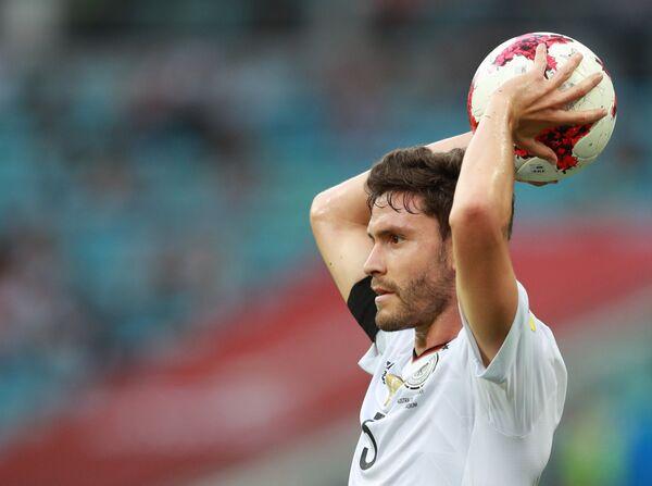 Защитник сборной Германии по футболу Йонас Хектор