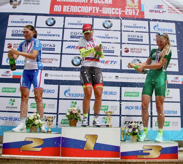 Российские велогонщицы Анастасия Пляскина, Ксения Цымбалюк и Маргарита Сырадоева (слева направо)