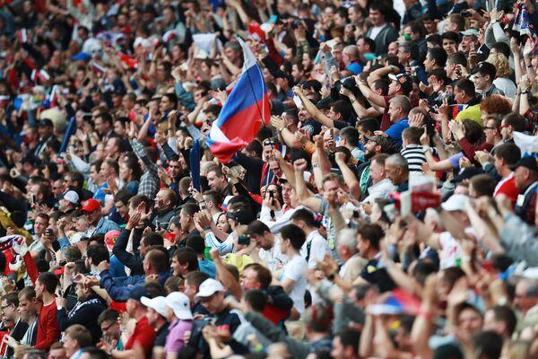 Российские болельщики во время матча Кубка конфедераций-2017 по футболу между сборными Мексики и России
