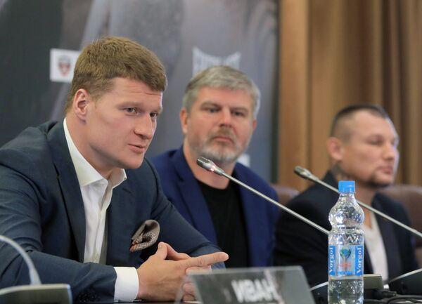 Александр Поветкин (слева)