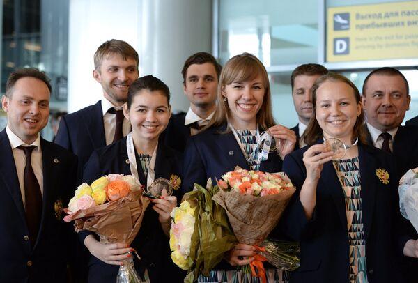 Члены женской сборной России по шахматам Александра Горячкина, Валентина Гунина и Ольга Гири (слева направо)