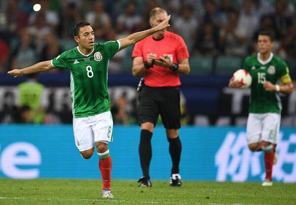 Полузащитник сборной Мексики Марко Фабиан