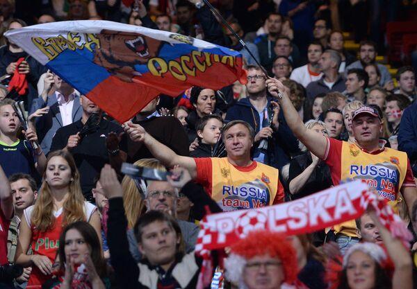 Российские болельщики во время матча по волейболу
